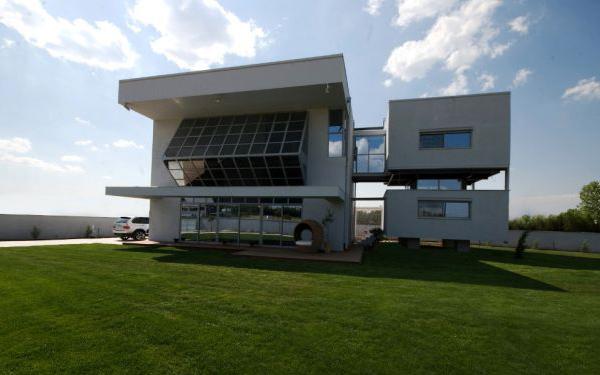 http://www.b2green.gr/images/B2Green.gr_Plus_Energy_Lab_Passive_House_2.jpg